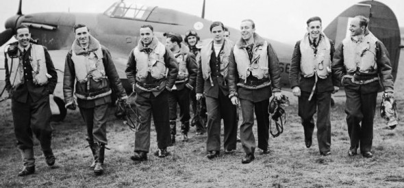 Pilots_of_No._303_(Polish)_Squadron_RAF_with_one_of_their_Hawker_Hurricanes,_October_1940._CH1535